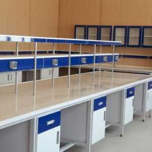 سکوبندی و کابینت بندی آزمایشگاه شرکت به آزماسکوسامان